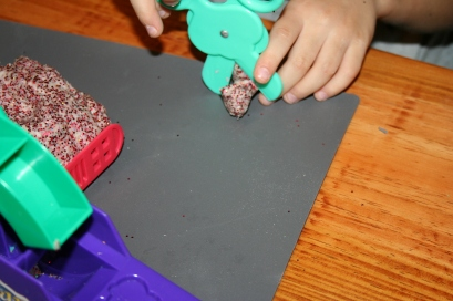 DIY Glitter Play-dough (59)