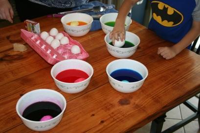 Homemade Easter Egg Dye (30)