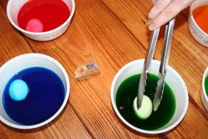 Homemade Easter Egg Dye (31)